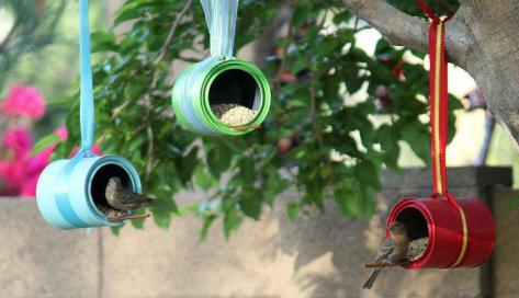 Poleiro de lata para pássaros